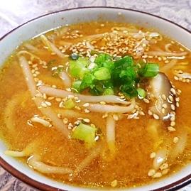 モヤシのピリ辛味噌味スープ
