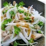 ぴりっと胡麻ダレ!鶏肉と新たまねぎの中華風サラダ