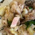 豚こま切れ、玉葱、パプリカ、えんどうの炒め物