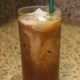 タイの屋台の濃厚なアイスコーヒー