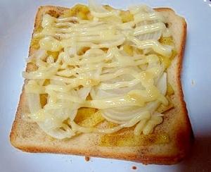ポテトフライと玉ねぎのトースト