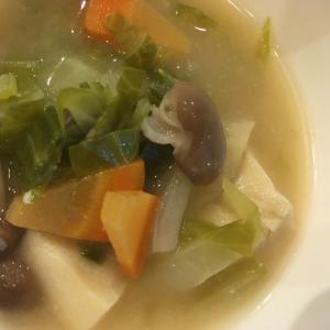 キャベツとにんじんとしめじと高野豆腐のスープ
