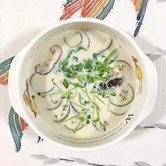 茄子、椎茸、サンチュの豆乳スープ