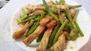 ニンニク芽とそら豆の豚肉炒め