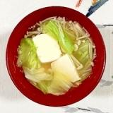 絹ごし豆腐とえのき、キャベツのお味噌汁