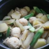 じゃがいもとオクラ、玉ねぎの肉ボール煮