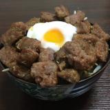 ボリューム満点☆卵とろ〜りサイコロステーキ丼