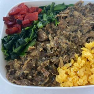 鯖の味噌煮缶と卵とほうれん草と福神漬けの4食丼弁当