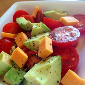 アボカドとトマトの美肌サラダ