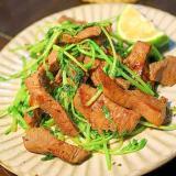 牛タンと豆苗の塩炒め