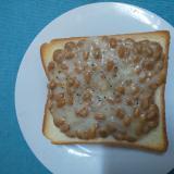 クリームシチュー入り♪納豆トースト