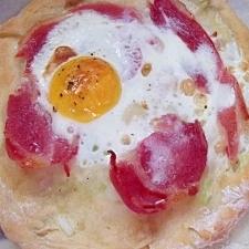 ブランチに☆簡単ベーコンエッグねぎパン