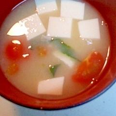 豆腐とトマトの味噌汁