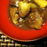 ビールに日本酒に、鶏もつのスパイスカレー煮