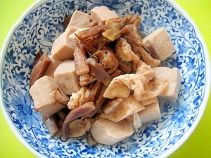 芋がらと高野豆腐の煮物