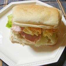 スモークチキンと卵のサンド