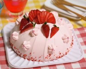 イチゴのドームケーキ