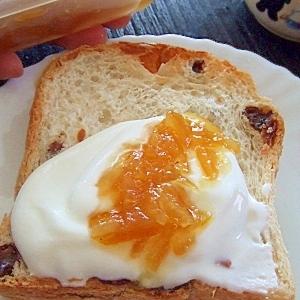 今日のランチ*パンにヨーグルト&柚子ジャム