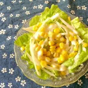 コーンとたまねぎとレタスのサラダ