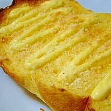 かりかり香ばし♪マヨ粉チーズトースト