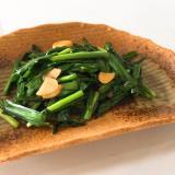 箸休めにどうぞ♬ ニラ、ニンニク炒め