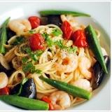 茄子とオクラ、ミニトマト、海老のスパゲッティ