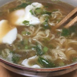 大根の葉っぱと落とし卵の醤油ラーメン(^ ^)