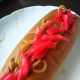 紅しょうがたっぷり焼きそばのホットドッグロールパン