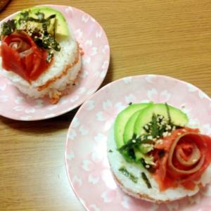 スモークサーモンとアボカドのケーキ寿司