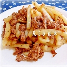 牛肉を小麦粉でコーティング★牛ポテのコンソメ炒め