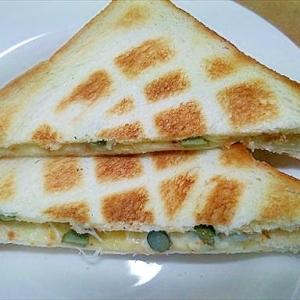 チーズトーストサンド・ピクルスガーリック