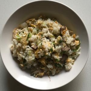 卵ブロッコリー大根葉椎茸のチャーハン