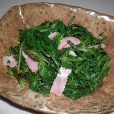 菊菜とベーコンの炒め物