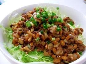 ひき肉納豆丼