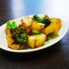 ジャガイモとブロッコリーのカレー炒め