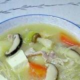根菜類、茸をたっぷり、具沢山の豚汁