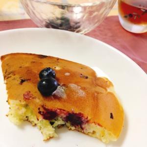 ジューシーなブルーベリーのホットケーキ