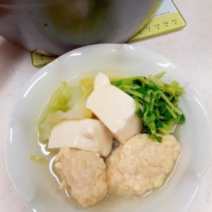 簡単ヘルシー(^^)豆苗と鶏つくねの塩麹鍋♪