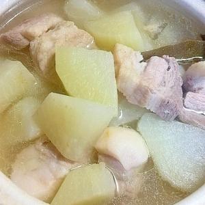 シンプル一番♪塩だけで煮る 豚大根