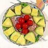 リーフレタス と赤玉葱、アボガドのサラダ