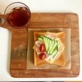 チーズとハムと生野菜のオープンサンド♪