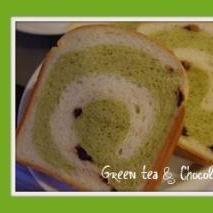 抹茶とチョコチップのうずまきパン