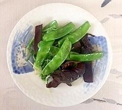 水菜、きくらげ、えんどうの炒め物