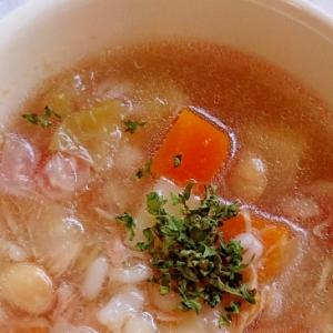 押し麦と野菜のコンソメスープ