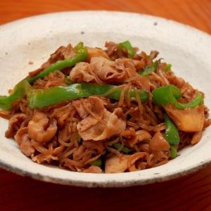 簡単!糸こんにゃくと豚バラ肉で梅風味甘辛炒め煮