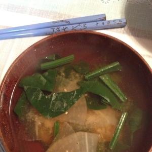 大根とほうれん草の味噌汁