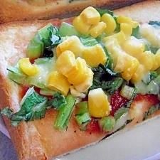 簡単♪小松菜とコーンのカラフルチーズトースト♪