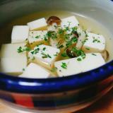 豆腐としめじのコンソメスープ