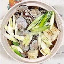 とりだんご、牡蠣、帆立稚貝、椎茸の鍋物