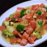 グレープフルーツとアボカドとトマトのサラダ